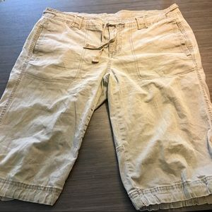 THE NORTH FACE Olive Green Shorts